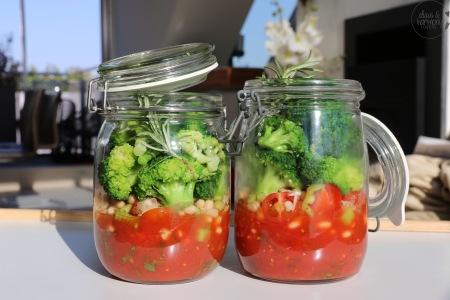 scharfes Tomatensüppchen im Glas