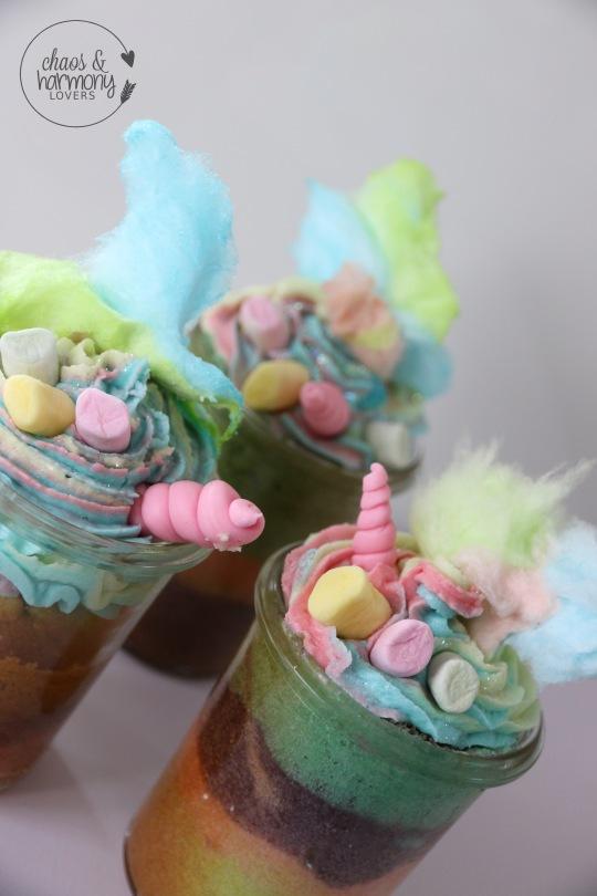 Fertige Unicorn Rainbow Cupcakes
