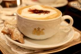 Vanillesterne passend zu einem Cappuccino